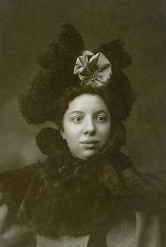 +~+~ Antique Photograph ~+~+  Beautiful Black American Woman in a stunning hat and fur collar.