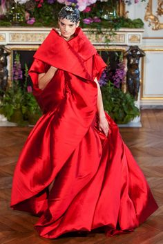 Alexis Mabille Haute Couture A/W gallery - Vogue Australia. Now that is a red dress! Storm Fashion, Red Fashion, Fashion Week, Runway Fashion, Fashion Models, High Fashion, Fashion Show, Fashion Design, Alexis Mabille