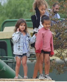 BFFs: Joining Kourtney and her five-year-old princess at the Annual Fall Harvest Festival was her niece North West (R) and BFF Larsa Pippen's daughter Sophia (M) Kardashian Family, Kardashian Style, Kardashian Jenner, Kourtney Kardashian, Little Fashion, Kids Fashion, Kim Khloe Kourtney, Jenner Kids, Kim And North