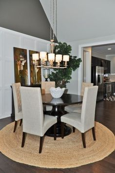 Round Rug Under Dining Room Table Love This Look 3