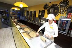 Kurtos Kalacs, Chimney Cake, Arabic Food, Restaurant, Baking, Business Ideas, Counter, Drink, Boutique