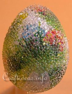 beaded Easter egg    http://www.craftideas.info/html/beaded_easter_egg_b.html