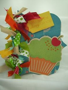 cute mini book-would be great to scrapbook birthday pictures