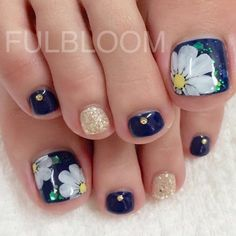 Floral Print--Here are the 60 most eye-catching nail looks we found for you this autumn.
