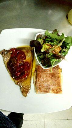 Plato del día.atun con pimientos asados con brik de jamon york , queso y huevo campero. Acompañado buket de yerbasTwitter / Notificaciones