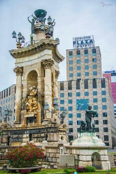 The monumental fountain that rises up in the centre of the Plaça Espanya is one of the iconic images of this part of Barcelona. You can enjoy great views of this impressive classical-style monument from any corner of the plaza. This sculptural ensemble marks the gateway to the avenue leading to the grounds of the 1929 International Exhibition.