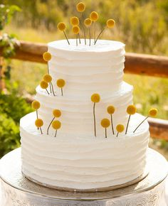 Feast Your Eyes on These 15 Fresh Flower Wedding Cakes | Photo by: Photo: Justin Hackworth Photography | TheKnot.com