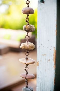 Eclectic Garden Style – rain chain - All About Love Garden, Water Garden, Rain Garden Design, Garden Crafts, Garden Projects, Rain Chain Diy, Rain Chains, Jardin Decor, Low Maintenance Garden Design