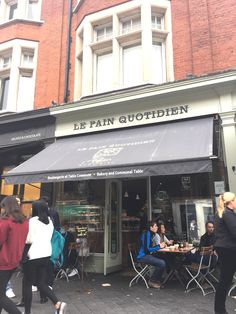 Le Pain Quotidien is my favourite coffee shop chain – there's one in Chiswick and I've also been to the one in Pasadena, California. Oh happy days!  We swung past the South Ken branch and nipped in for a glorious pavlova and coffee. We had takeouts, but what I love about eating in at Le Pain Quotidien is that coffee is served traditional French style, in white bowls.