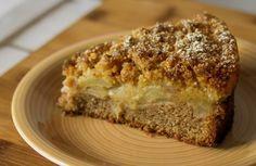 La torta di mele 3 strati come dice la parola stessa è formata da 3 strati. Uno di pan di spagna, uno di mele morbide e uno di Streusel.