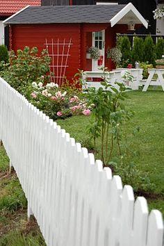 Lovely garden & fence.