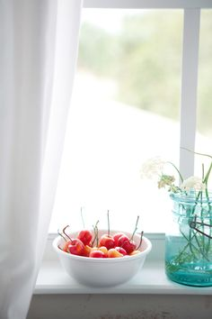 Cannelle et Vanille - The stone fruits of summer. Anan, my favorite food photog! Rainier Cherries, Beautiful Fruits, Stone Fruit, Lemon Bars, Lemon Chicken, Health Desserts, My Favorite Food, Favorite Things, Fruits And Veggies
