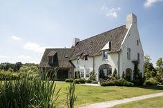 Wit huis met zwart dak -- Thijs