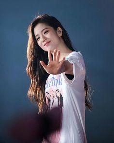 Kim Jennie, Kpop Girl Groups, Korean Girl Groups, Kpop Girls, Divas, Blackpink Jisoo, Blackpink Makeup, Black Pink ジス, Bts Kim