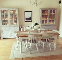 Idée décoration et relooking salle à manger Tendance Image Description Shabby and Charming: In the south west of England to Charlotte house