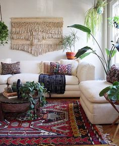here are 18 most interesting wall décor ideas we suggest for your favorite living room. #livingroom #walldecor #homedecor #interiors #livingroomwalldecor #livingroom #walldecorrustic #walldecordiy