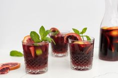 Brimming with fresh fruit, red wine and an optional shot of gin, this sangria recipe is perfect for big summer parties and holiday festivities. Sangria Bar, Holiday Sangria, White Wine Sangria, Best Party Sangria Recipe, Sweet Sangria Recipe, Red Sangria Recipes, Blackberry Sangria, Apple Cider Sangria, Peach Sangria