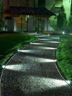 iluminación de camino en chalet