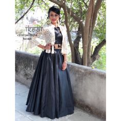 Choli Blouse Design, Saree Blouse Neck Designs, Choli Designs, Lehenga Designs, Indian Wedding Outfits, Indian Outfits, Navratri Dress, Stylish Dresses For Girls, Lehnga Dress