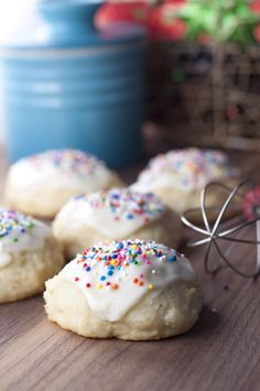 Italian Ricotta Cookies recipe are incredibly soft with a tender texture, delicious, and absolutely perfect for any holiday, not just for Christmas. They will be a new favorite holiday tradition and everyone will ask you for the recipe! Italian Ricotta Cookies, Italian Cookies, Italian Desserts, Köstliche Desserts, Delicious Desserts, Dessert Recipes, Italian Christmas Cookies, Ricotta Cookie Recipe, Timbits Recipe