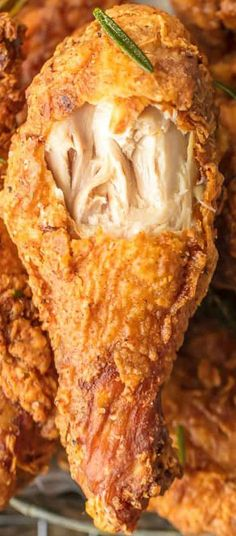 BUTTERMILK FRIED CHICKEN RECIPE is the best buttermilk chicken you will ever sink your teeth into. Fried Chicken can be tricky, but we have broken it down to the PERFECT easy recipe anyone can make… Best Fried Chicken Recipe, Perfect Fried Chicken, Spicy Fried Chicken, Baked Chicken, Fried Chicken Drumsticks, Chicken Gravy, Roasted Chicken, Paula Deen Fried Chicken, Fried Chicken Marinade