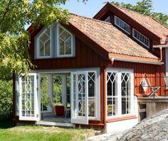 LYSTHUS: Det lille huset fra slutten av har i dag blitt en moderne… Swedish Cottage, Swedish House, Swedish Decor, Exterior Design, Interior And Exterior, Orange Interior, Farmhouse Interior, Farmhouse Style, Red Houses