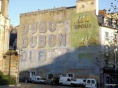 Mur peint publicitaire.