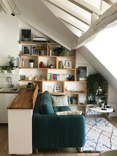 Comment créer une chambre supplémentaire dans un petit appartement à Paris ? - PLANETE DECO a homes world for bedroom wohnung decoration dekorieren einrichten ideen Extra Bedroom, Extra Rooms, Bedroom Small, Trendy Bedroom, Diy Bedroom, Bedroom Couch, Bedroom Shelves, Diy Couch, Small Apartments