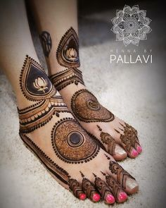 Check beautiful & easy mehndi designs 2020 ideas for mehandi ceremony. Save these latest bridal mehandi designs photos to try on your hands in this wedding season. Dulhan Mehndi Designs, Mehandi Designs, Mehndi Designs Feet, Modern Mehndi Designs, Mehndi Design Pictures, Beautiful Henna Designs, Modern Henna, Beautiful Mehndi, Rangoli Designs