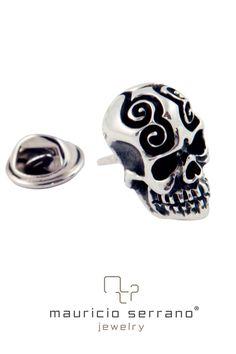Para este Halloween no dejes de salir con tu Calaverita. Pin Colección Guerrero. #UnaVedaderaJoya  #MauricioSerrano #Mexico #Love #Joyas #Fashion #Art #Diseñador #Plata #Silver #Jewelry #Happiness #DiaDeMuertos