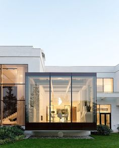 Villa in Moscow, by architects Alexey Nikolashin and Ekaterina Emelyanova