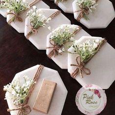 handmade pressed fol diy gifts - diy gifts for friends - diy gifts for christmas - diy gifts for boy Soap Wedding Favors, Wedding Favors For Guests, Wedding Gifts, Wedding Cake, Wedding Invitations, Wedding Ideas, Diy Eid Gifts, Wax Tablet, Diy Wax