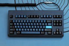 Deep : MechanicalKeyboards Logitech, Computer Desk Setup, Keyboard Warrior, Key To My Heart, Cool Tech, Camera Accessories, Tech Gadgets, Computer Keyboard, Technology