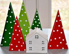Set of 3 Wood Christmas Trees. by SuSoutter Wooden Christmas Crafts, Wooden Christmas Decorations, Wood Christmas Tree, Christmas Tree Themes, Christmas Crafts For Kids, Rustic Christmas, Christmas Projects, Holiday Crafts, Christmas Diy