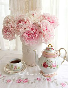 Peonies for Tea Time ~ Pretty In Pink, Beautiful Flowers, Everything Pink, My Tea, Küchen Design, Pink Peonies, Vintage Tea, High Tea, Afternoon Tea