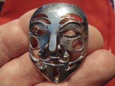 Mascara inspirada en Anonymus por OscarBonignoOrfebre en Etsy
