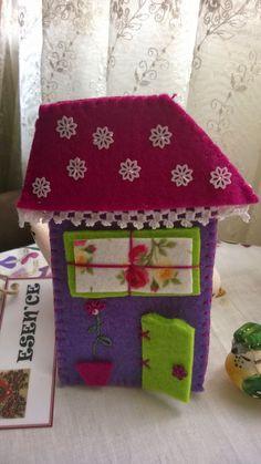 felt, feltro, keçe, keçe magnet, magnet, keçe ev magnet, keçe ev, felt house Felt House, Little Houses, Felt Flowers, Flower Crafts, Projects For Kids, Sewing Crafts, Magnets, Decorative Boxes, Shapes