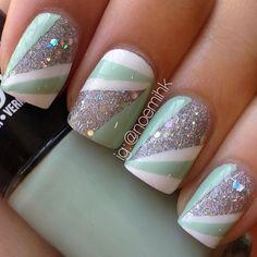 Sparkle mint nails