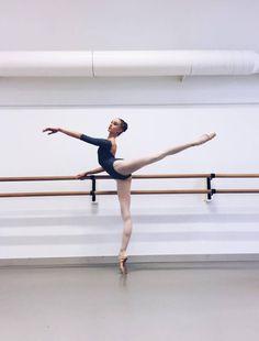 Dance Photography Poses, Dance Poses, Ballet Pictures, Dance Pictures, Dance It Out, Just Dance, Dance Stuff, Ballet Dancers, Ballerinas