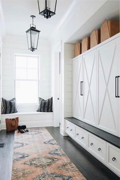 Find gorgeous entryway ideas to get inspired including entryway furniture, storage ideas, entryways with benches and how to arrange your entry table for that wow factor. - Home Decor - Home Style And Entryway Storage, Entryway Furniture, Entryway Decor, Entryway Ideas, Furniture Storage, Hallway Ideas, Find Furniture, Mudroom Laundry Room, Decoration