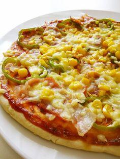 ランチに☆発酵なし簡単♪フライパンピザ (26cm1枚分*クリスピータイプなら20cm2枚分)homemade pizza ◎薄力粉200g ◎ベーキングパウダー小1/2 ◎砂糖小1/2 ◎サラダ油大1/2 ぬるま湯(40度位)100cc