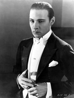 Rodolfo Valentino, 1919 He was a heartthrob of the silent era died ruptured appendix with sepsis