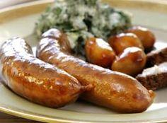 Kålpølser I sønderjylland spiser man til nytår grønlangkål med hamburgryg, flæsk og kålpølser. Recipe in Danish.