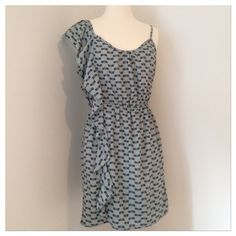 Peppermint Figural Dragonfly Flutter Ruffle Dress Peppermint Brand Figural Dragonfly Flutter Ruffle Dress! Ruffle on one side starts at shoulder and flows down to hem. Other side has spaghetti strap. Elastic waist. Size medium. 100% polyester. Like new condition! Peppermint Dresses