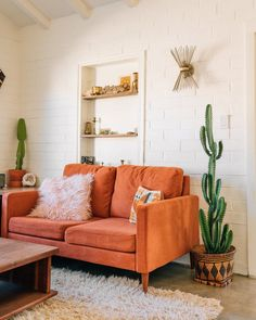 A Vintage Desert Rock 'n' Roll Home in California — House Call What is Decoration? Decoration is the art of … Interior Design Color Schemes, Interior Desing, Modern Interior, Orange Interior, Interior Ideas, California Apartment, California Homes, California California, California Home Decor