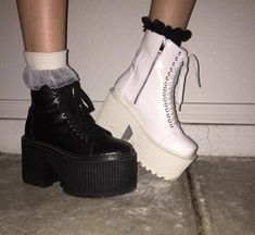 32 Outfit Ideas For Women Dr Shoes, Goth Shoes, Me Too Shoes, Shoes Heels, Aesthetic Shoes, Aesthetic Clothes, Look Fashion, Fashion Shoes, Womens Fashion