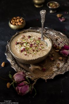 Step by step and video recipe of easy seviyan kheer which is sweet vermicelli with milk. This seviyan is creamy and very quick to make. Indian Dessert Recipes, Indian Sweets, Bengali Food, Iranian Food, Kheer Recipe, Food Flatlay, Food Photography Tips, India Food, Food Festival