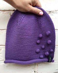 WEBSTA @ yanayudina - Яркий, насыщенный фиолетовый  тренд этой осени по версии Pantone   элегантная шапочка Beanie с игривым акцентом для очаровательной и смелой @larlonoff #fashion #pantone #handmade #knit #knitting #moda #knittinglove #knitting_inspiration #official #yanayudina #giniration #акцент #вяжувсем #сезон #вяжутнетолькобабушки #вяжусдушой #вяжутвсе #сатка #уфа #миасс #москва #россия #vsococam #i #instagram #knitwear #knitagram #merino #woll