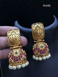 Gold Earrings for Wedding Party Gold Jhumka Earrings, Indian Jewelry Earrings, Gold Earrings Designs, India Jewelry, Gold Jewellery Design, Antique Earrings, Necklace Designs, Antique Jewelry, Gold Jewelry