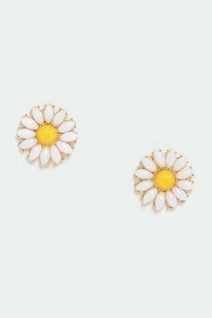 Glory Daisies White Daisy Earrings at LuLus.com! Types Of Earrings, Cute Earrings, Pendant Earrings, Cute Jewelry, Body Jewelry, Jewellery, Ear Peircings, Platinum Earrings, Daisy Ring